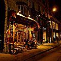 Scène de nuit parisienne.