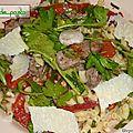 Salade de boeuf aux saveurs asiatiques et italiennes.