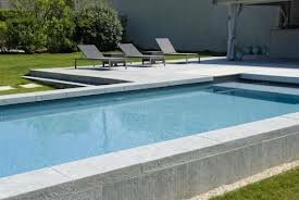 Les diff rents types de piscine comment faire son choix for Piscine semi enterree beton