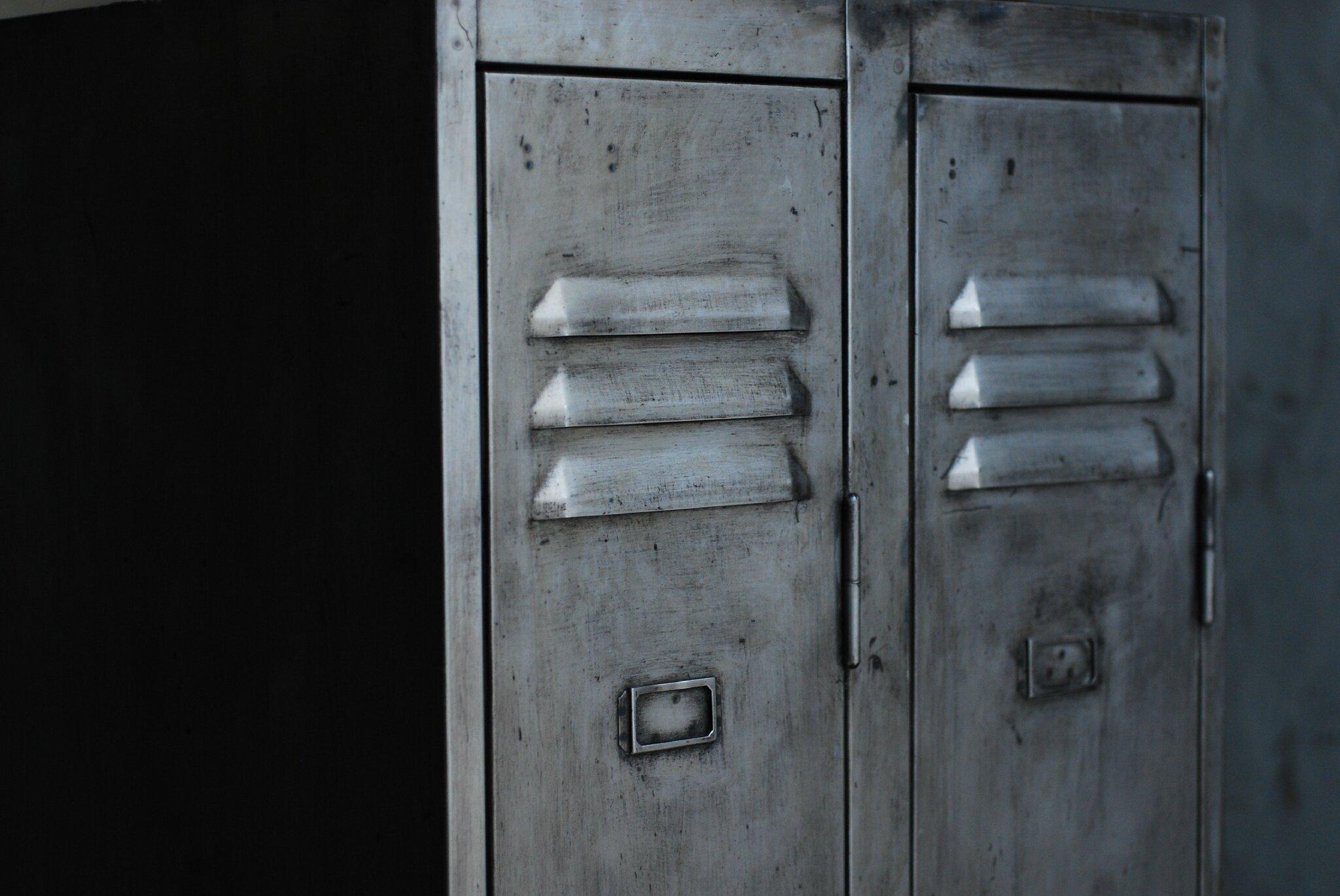vestiaire r nov 260 00e vendu vintage indus patine vip 38. Black Bedroom Furniture Sets. Home Design Ideas