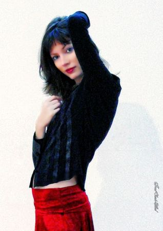M01 - Chemise velours noir et jupe rouge