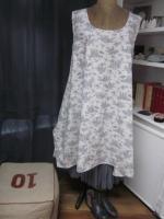 Robe EUPHRASIE en coton écru imprimé toile de Jouy gris (3)