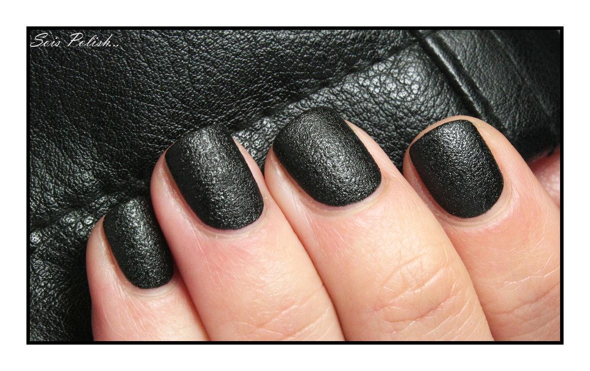 """Nails Inc. et son vernis """"effet cuir""""."""