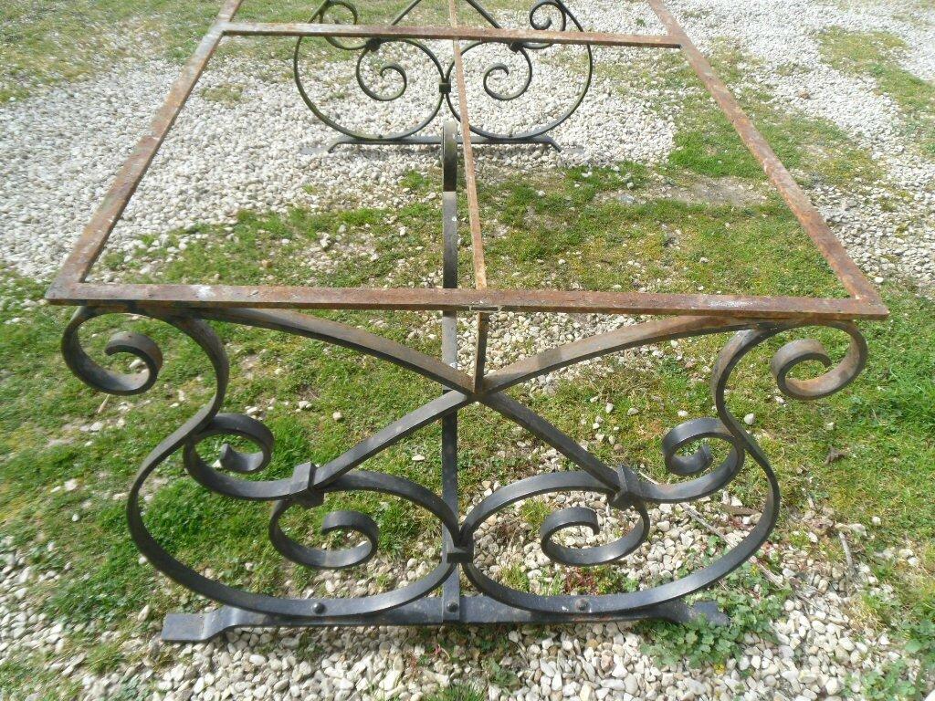 Table en fer forg plat jardin ou int rieur la d co des for Table exterieur lourde