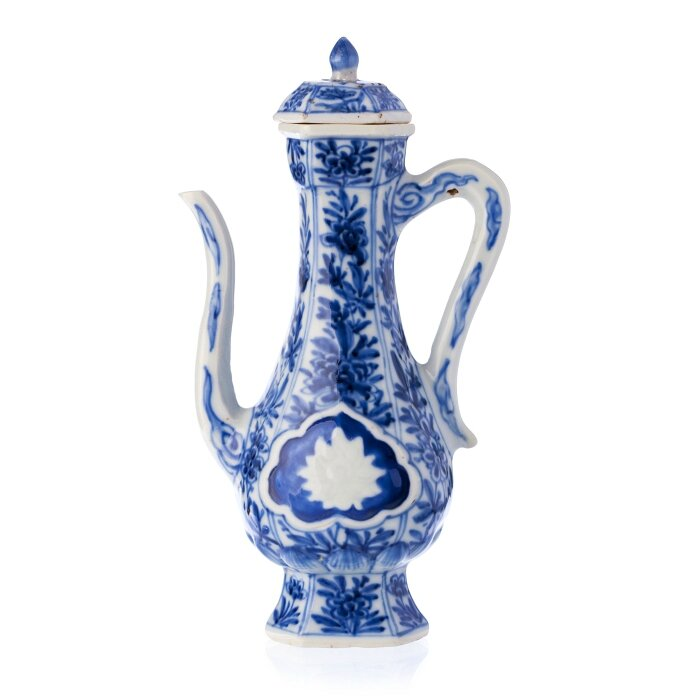 Blue and white wine pitcher, China, Kangxi period