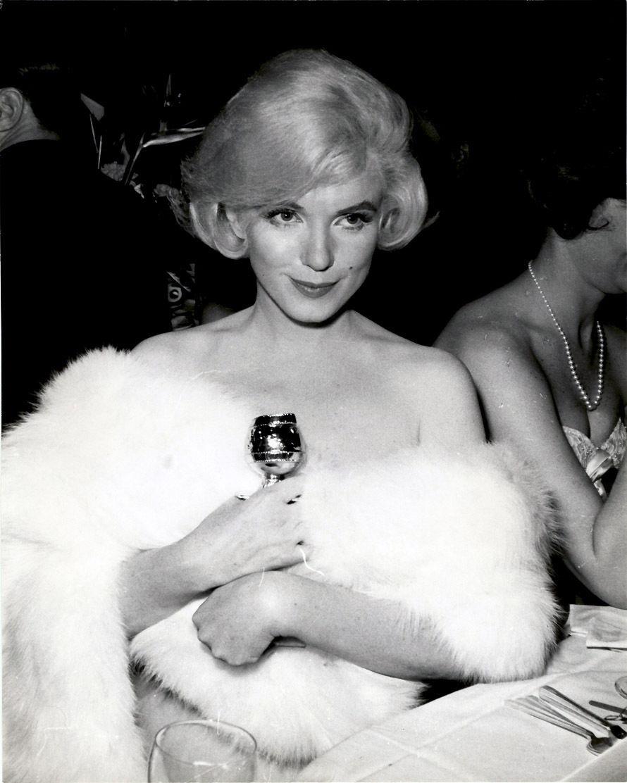 8/03/1960 Marilyn Reçoit Un Golden Globe
