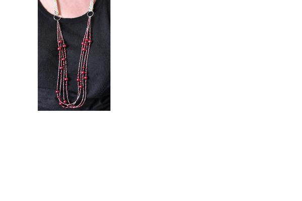 détail collier rose