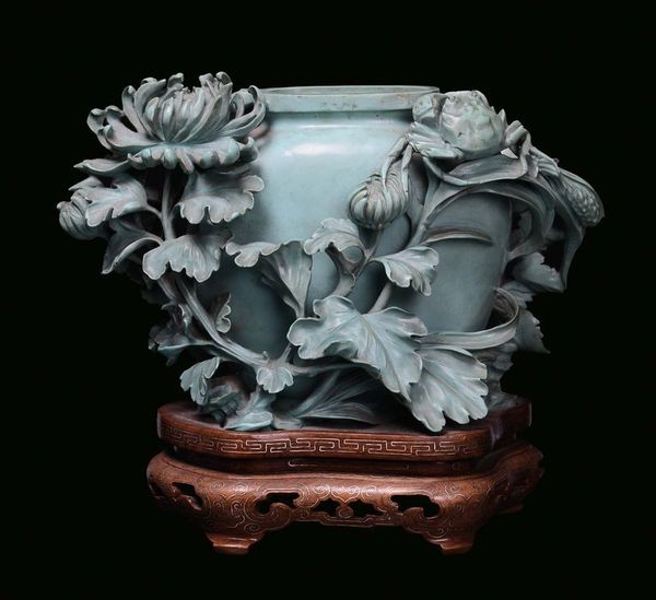_small_turquoise_vase_decorated_with_flowers_1368186047730111