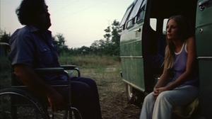 Franklin (Paul A. Partain) et sa soeur Sally (Marilyn Burns) attendent...