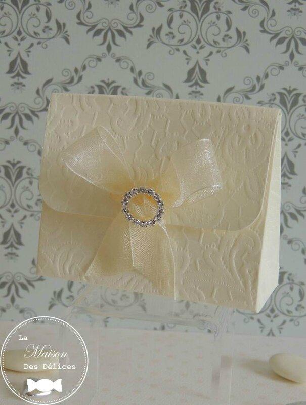 boîte à dragées mariage dentelle lace bijou boucle strass diamant cristal contenant ruban organza ivoire
