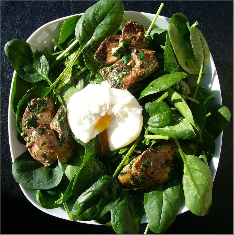 Salade de pousses d'épinard aux foies de volaille