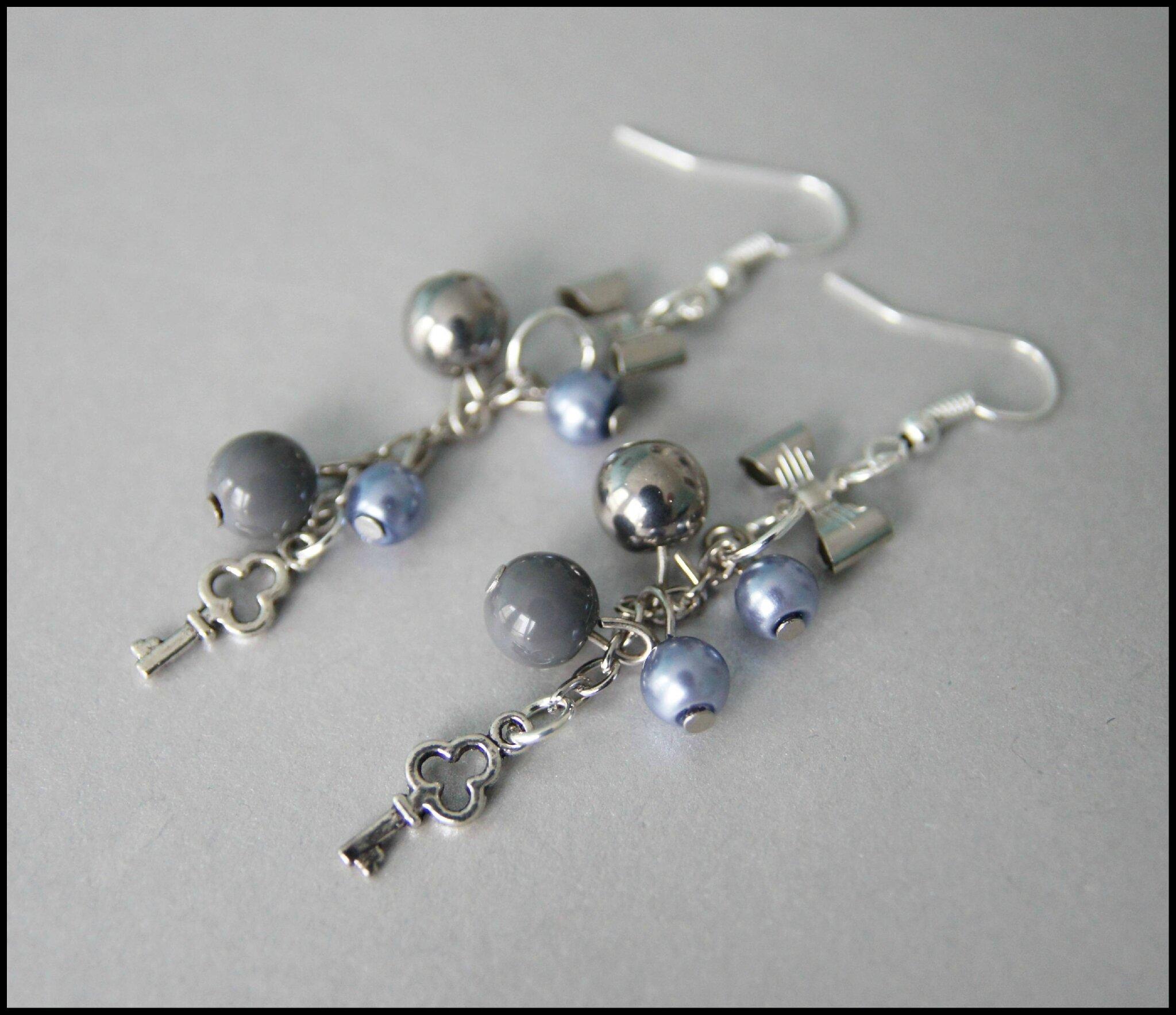 boucles d 39 oreille perles grises les cr ations de tagada. Black Bedroom Furniture Sets. Home Design Ideas