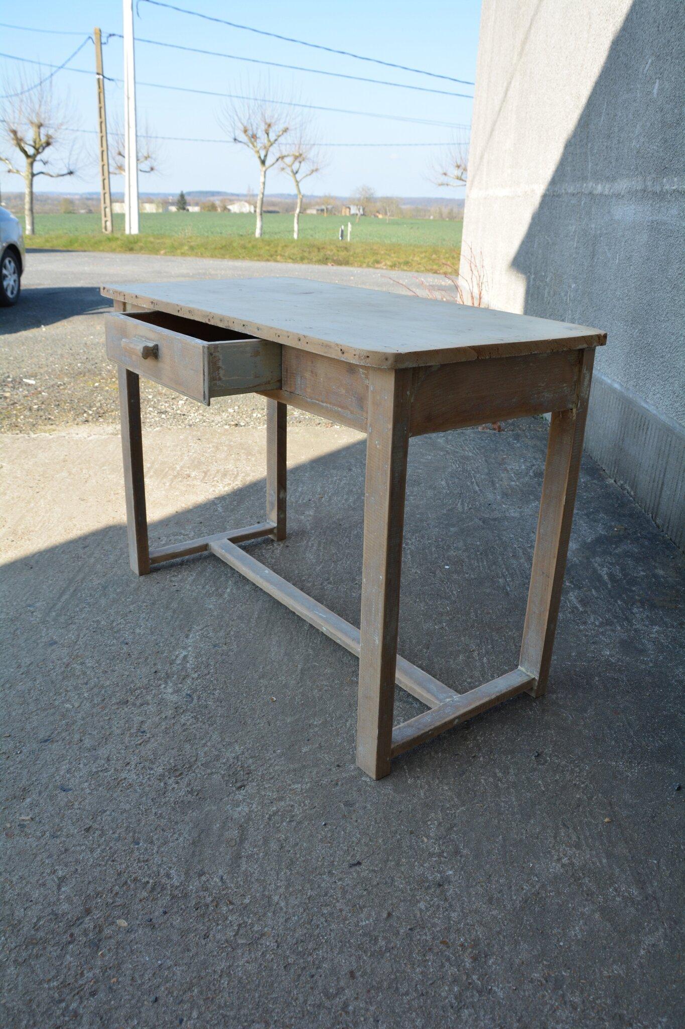 petite table bureau enfant la petite brocanteuse. Black Bedroom Furniture Sets. Home Design Ideas