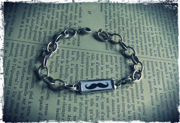 bracelet homme moustache