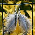 Légère comme une plume, je le suis ! ;-) légère comme une plume, je le reste avec ces boucles d'oreilles plumes, plumes d'oiseau