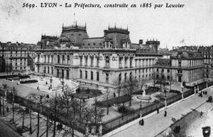 cartes_postales_photos_La_Prefecture_Construite_en_1885_par_Louvier_LYON_69003_69_69383012_maxi