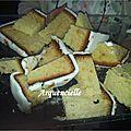 Gâteau Minie noeud rouge et blanc coupé