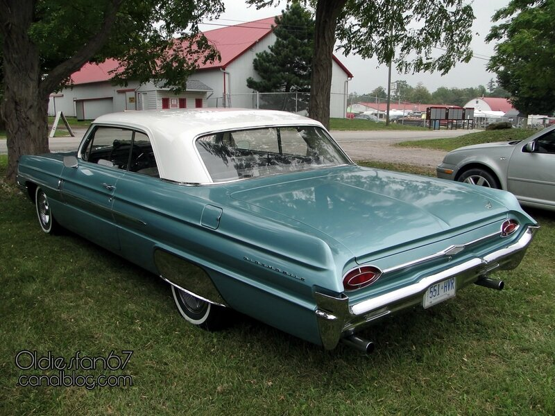 oldsmobile-dynamic-88-holiday-coupe-1962-02