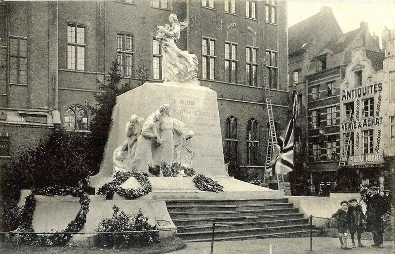 CPA Bruxelles Monument aux morts Edith Cavell R