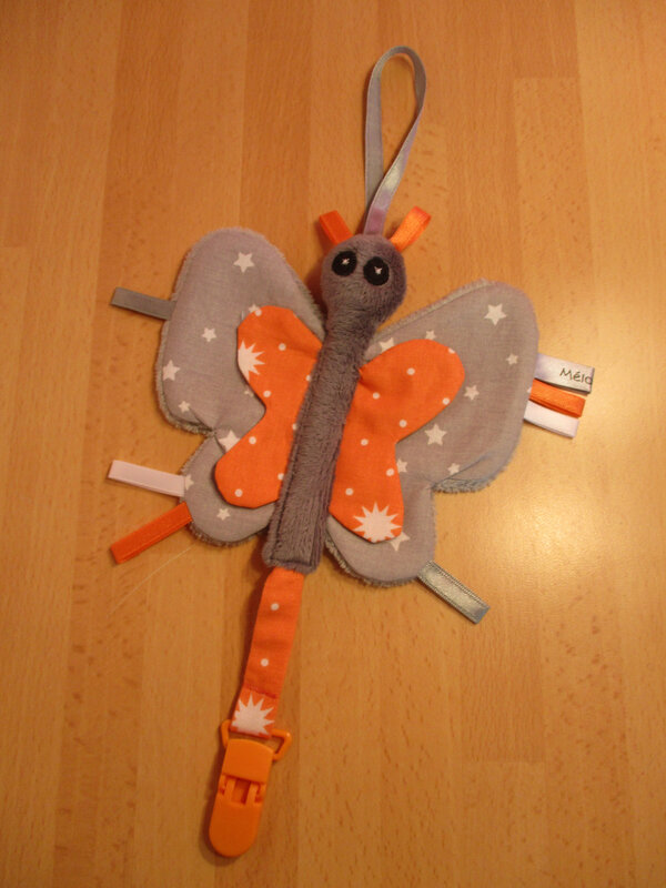 attache_t_tine_papillon_gris_orange__6_