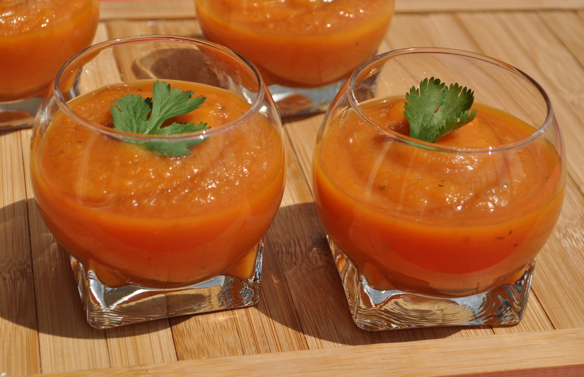 soupe froide tomate basilic mp cuisine. Black Bedroom Furniture Sets. Home Design Ideas