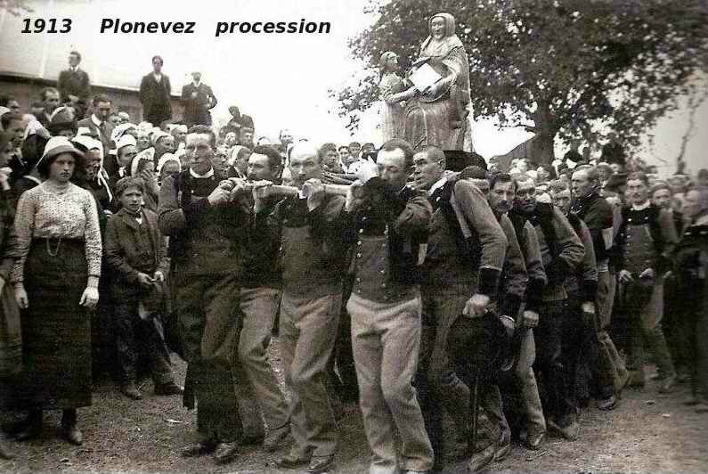 Plonevez procession