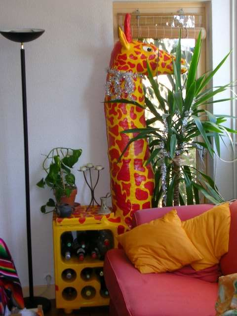 girafe bar photo de meubles en carton et en papier mach la fabrique zab. Black Bedroom Furniture Sets. Home Design Ideas