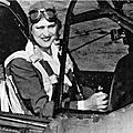 Jacqueline cochran, touche à tout de l'aviation.