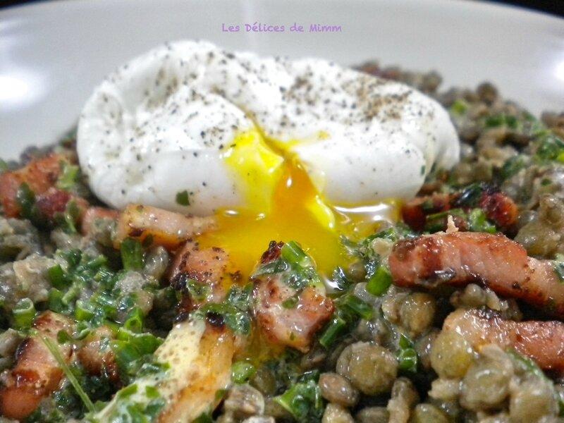 Salade tiède de lentilles, œuf poché et lardons fumés 4