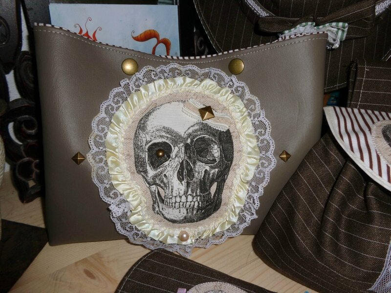 skull taupe 2