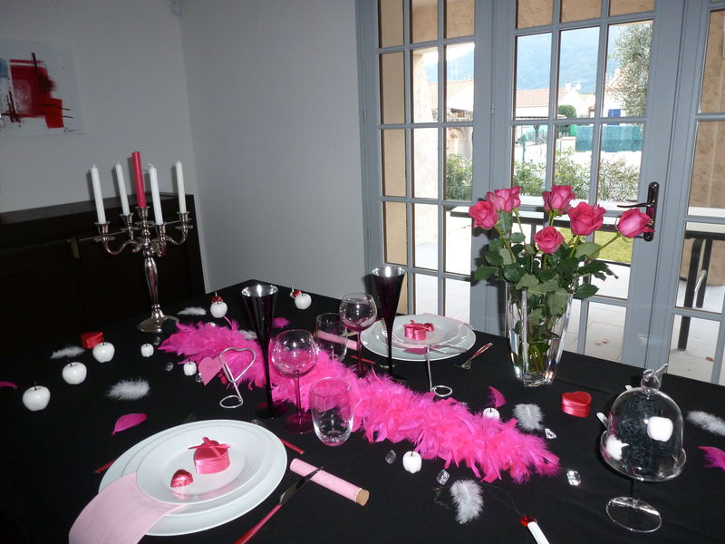 Table st valentin glamour les d lices de th r se for Deco table st valentin