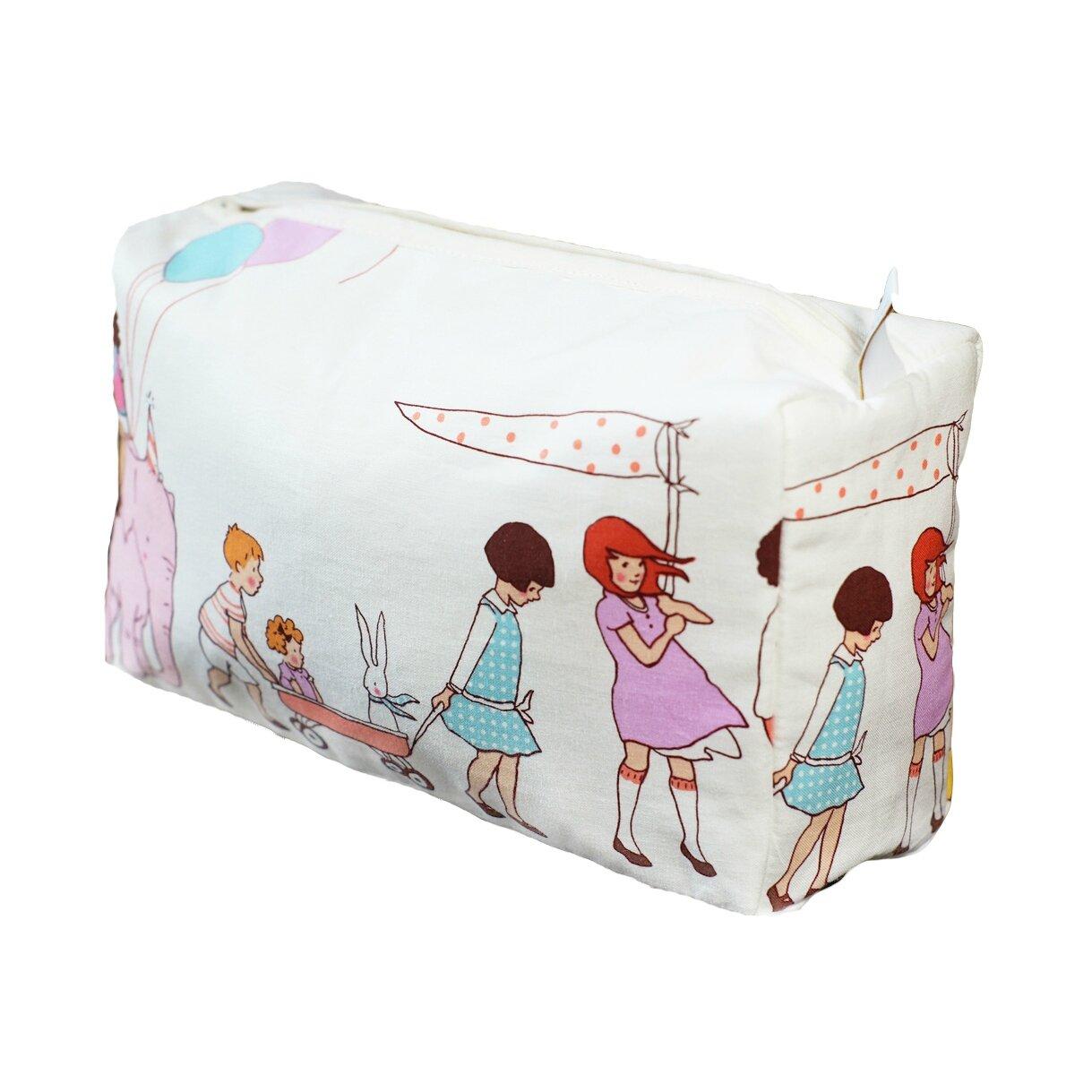 zoom sur les trousses de toilette pour b b s enfants et parents luciole et cie gigoteuses. Black Bedroom Furniture Sets. Home Design Ideas