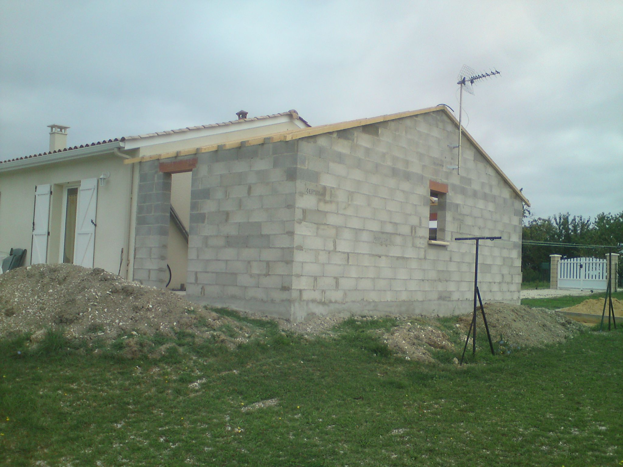 De ciment et de pierre for Construction garage parpaing