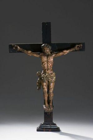 christ_en_croix_en_bois_sculpte_et_polychrome_1305883094629183