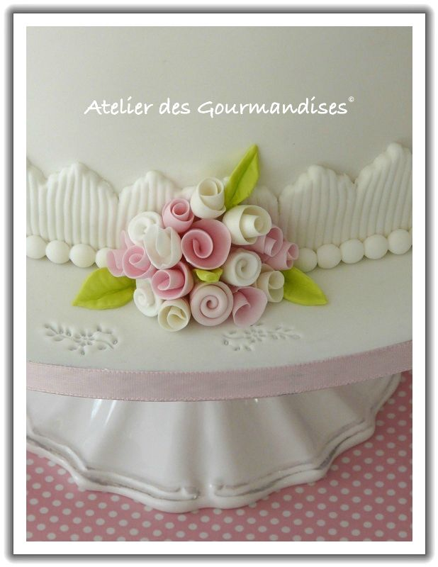 Connu Wedding Cake , fleurs et modelages en pate à sucre  - Atelier  HD32