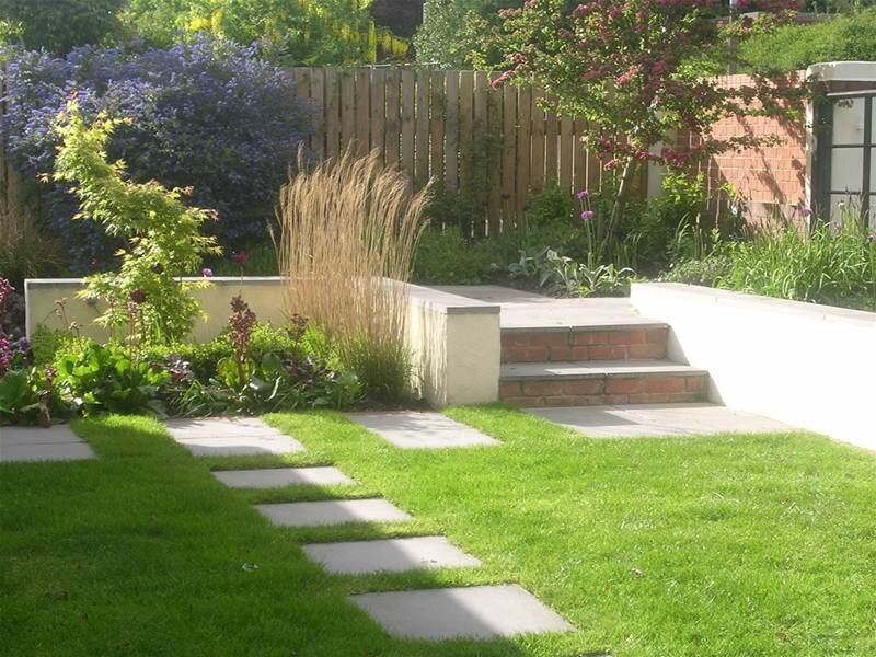 DecoAnglaise garden-layout-designs-small-large-courtyard-gardens-pictures