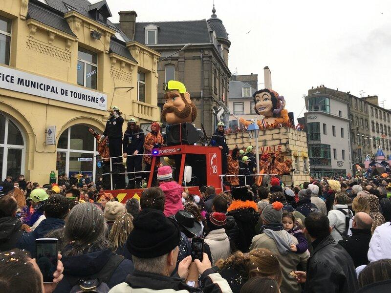 Carnaval de Granville la Grande Cavalcade dimanche 7 février 2016 char pompiers cours Jonville