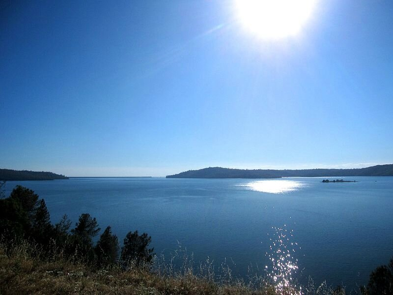 800px-Lake_Oroville