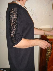 robe noire detail manche 1