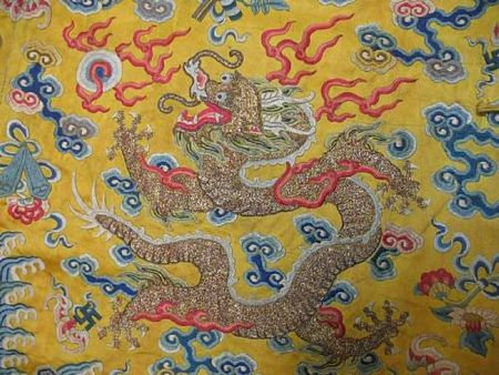 A_yellow_silk_ground_embroidered_dragon_robe2