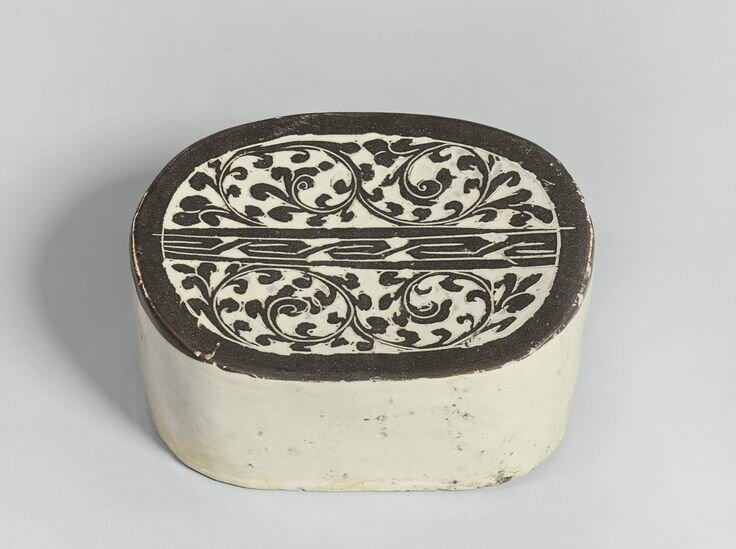 A 'Cizhou' 'Sgraffito' pillow, Song dynasty