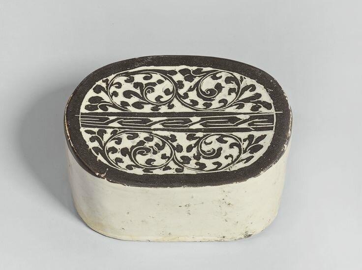 A 'Cizhou' 'Sgraffito' pillow, Song dynasty