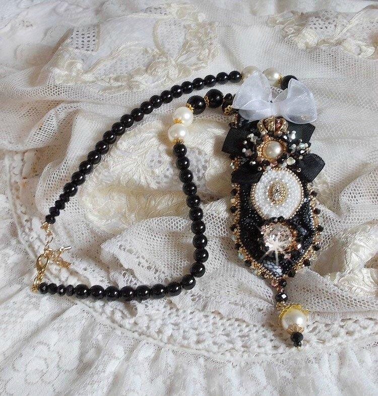 Collier vintage Haute-Couture Noir Sacré