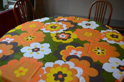Nappe ovale seventies photo de tissus textiles la valise des berthe - Nappe de jardin ovale ...
