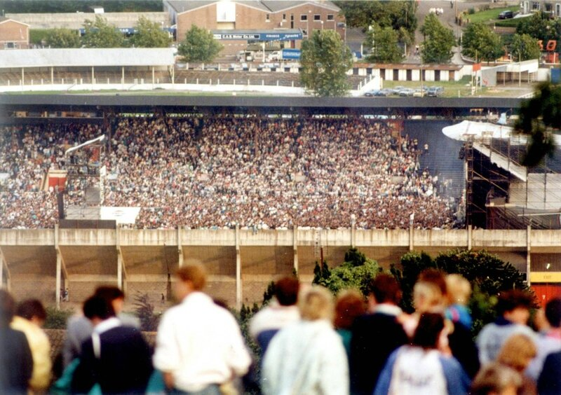 Michael-Jackson-Crowd-1988-1024x722