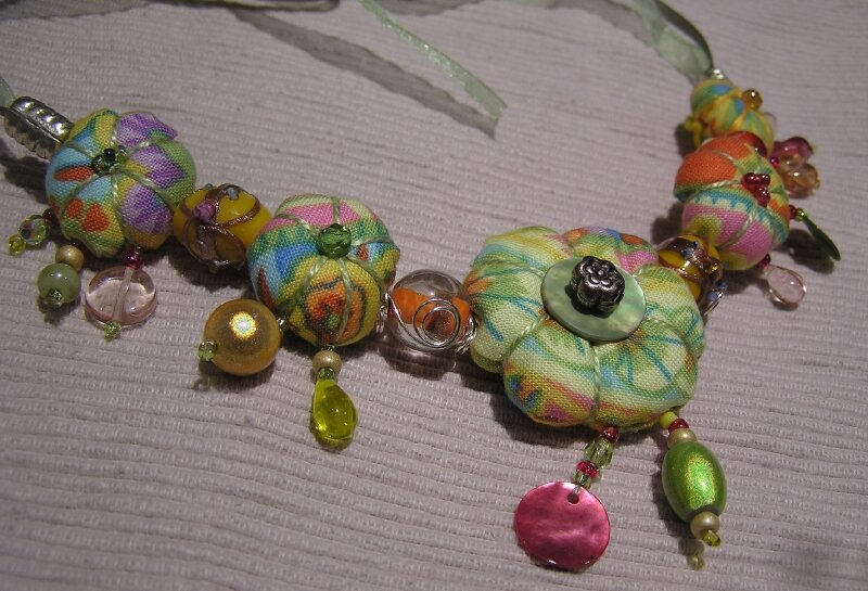 Collier court - jaune, vert anis, rose et orange