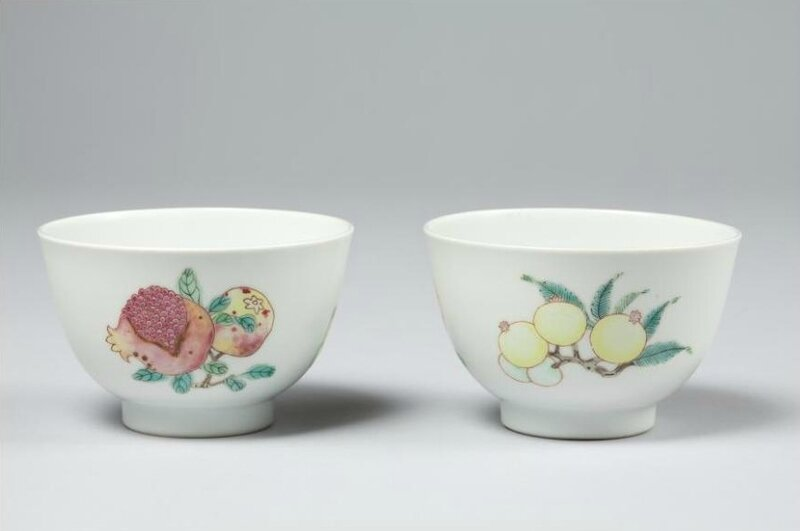 A pair of famille-rose cups, Yongzheng mark and period Museum für Ostasiatische Kunst, Köln
