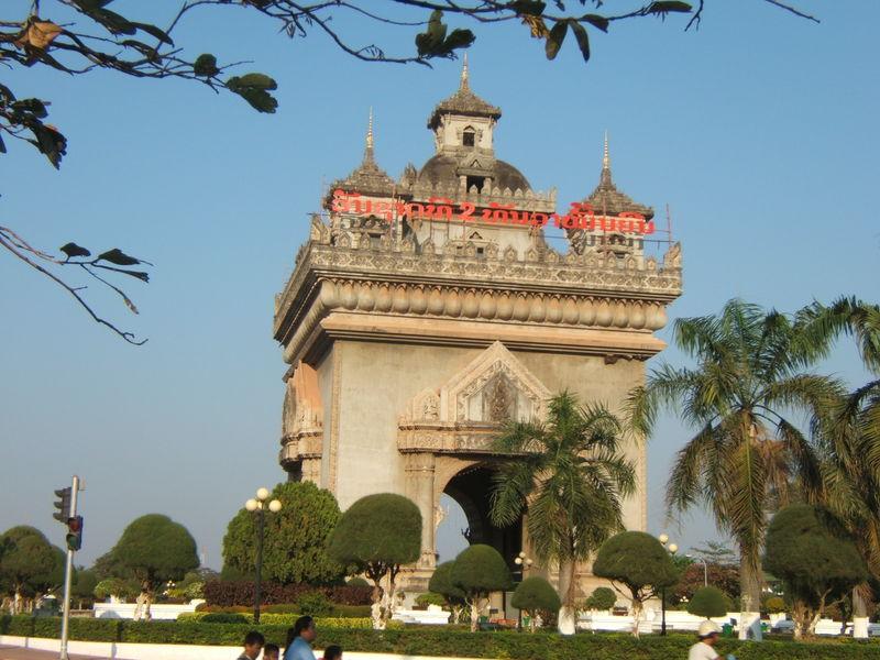 Patuxai, l'Arc de Triomphe de Ventiane.
