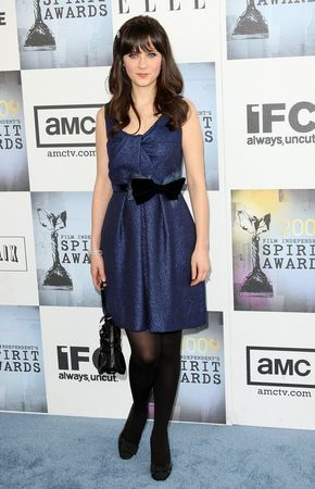 zooey_deschanel_arrives_at_the_24th_annual_film_independent60s_spirit_awards_05_122_89lo