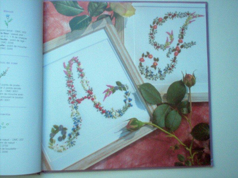 Alphabet brodé de mille fleurs 2